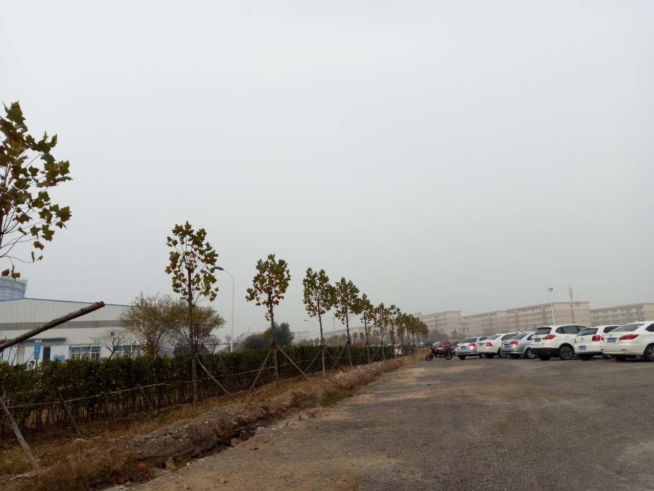 日钢集团大型停车场